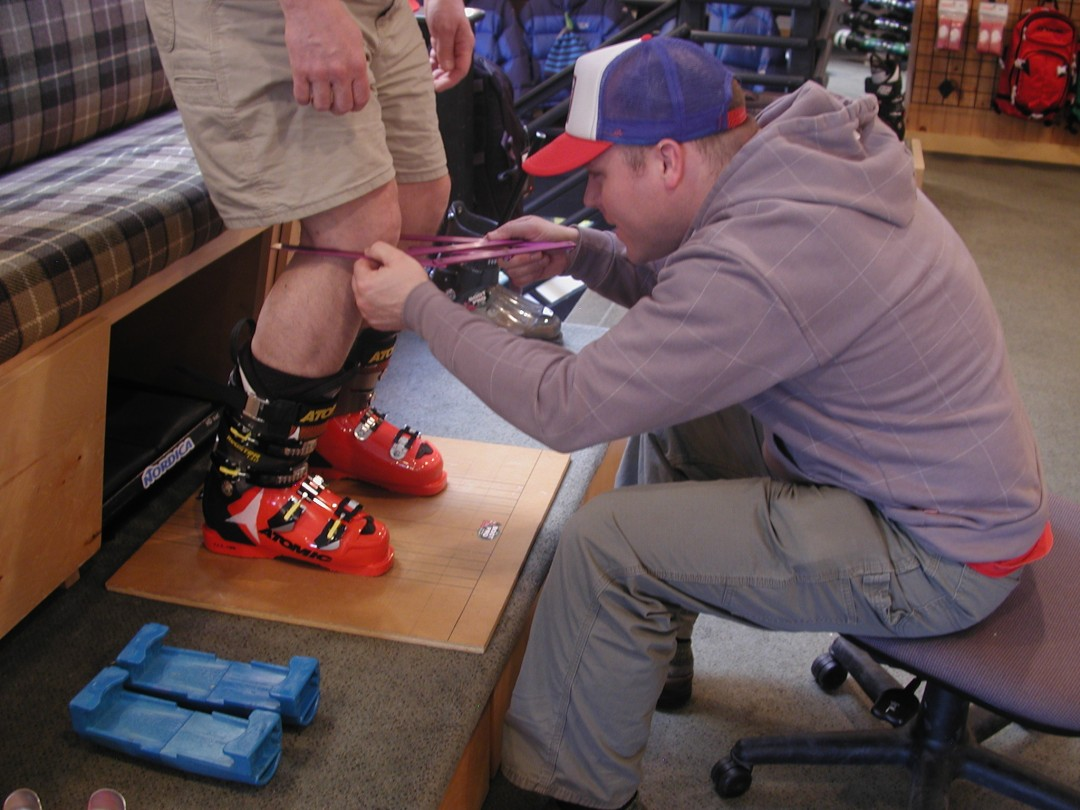 Here's a boot fitting pro doing a stance analysis.   Credit: Steve Cohen