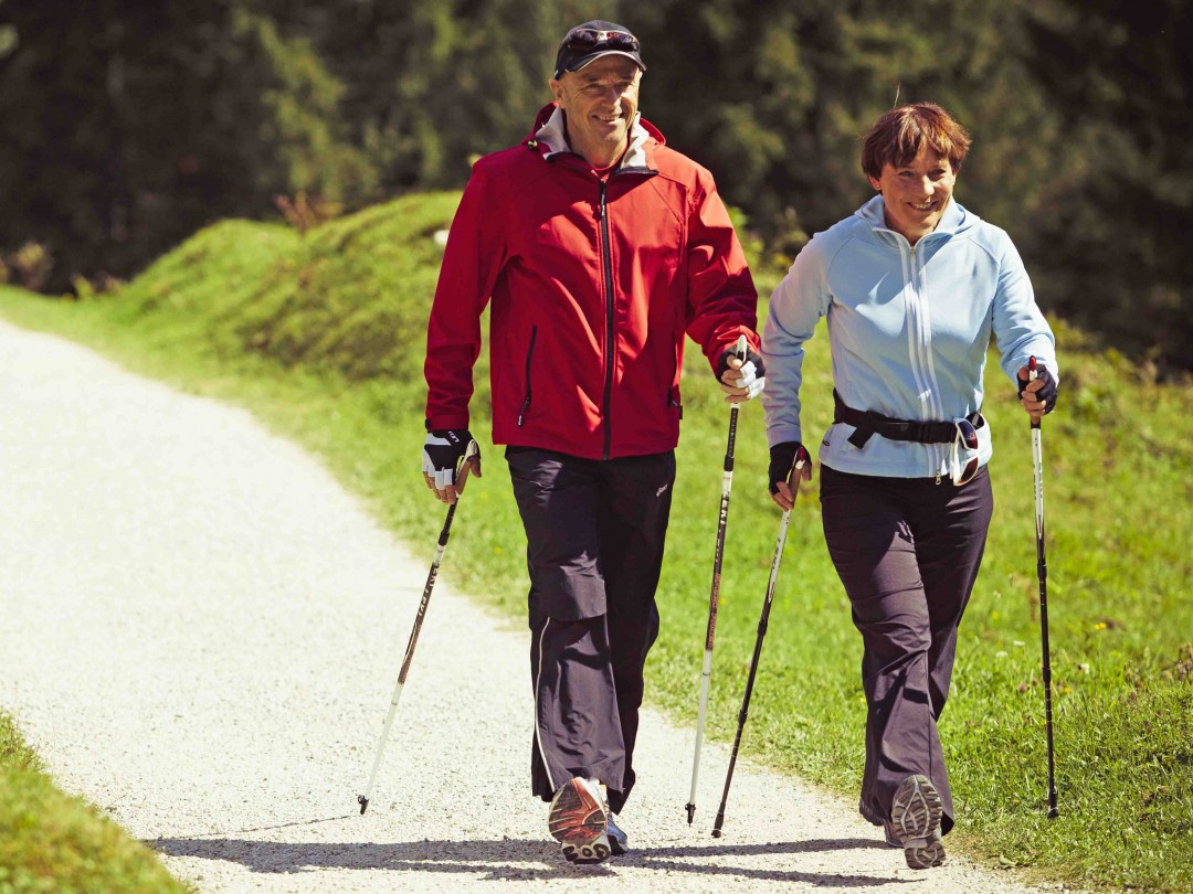 Technique of Scandinavian walking with sticks: instruction for the elderly, photo. Scandinavian walking with sticks: walking technique for losing weight, reviews